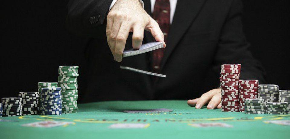 GAMBLING ON THE QQ POKER SET