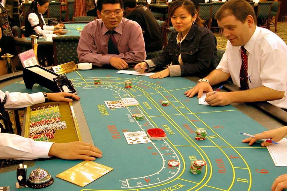 Play at an Online Casino with Simple Sic Bo Strategy