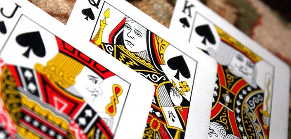 What features should an online casino game website have?